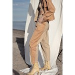Beige pants with sandy detail