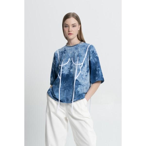 Basic T-Shirt with white applique (print tai-dai indigo)